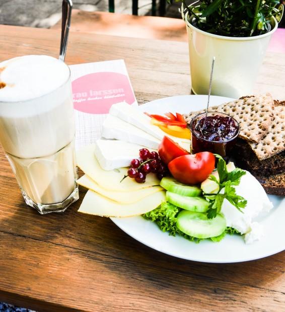 Frühstücken in Hamburg, Frau Larsson, Schweden