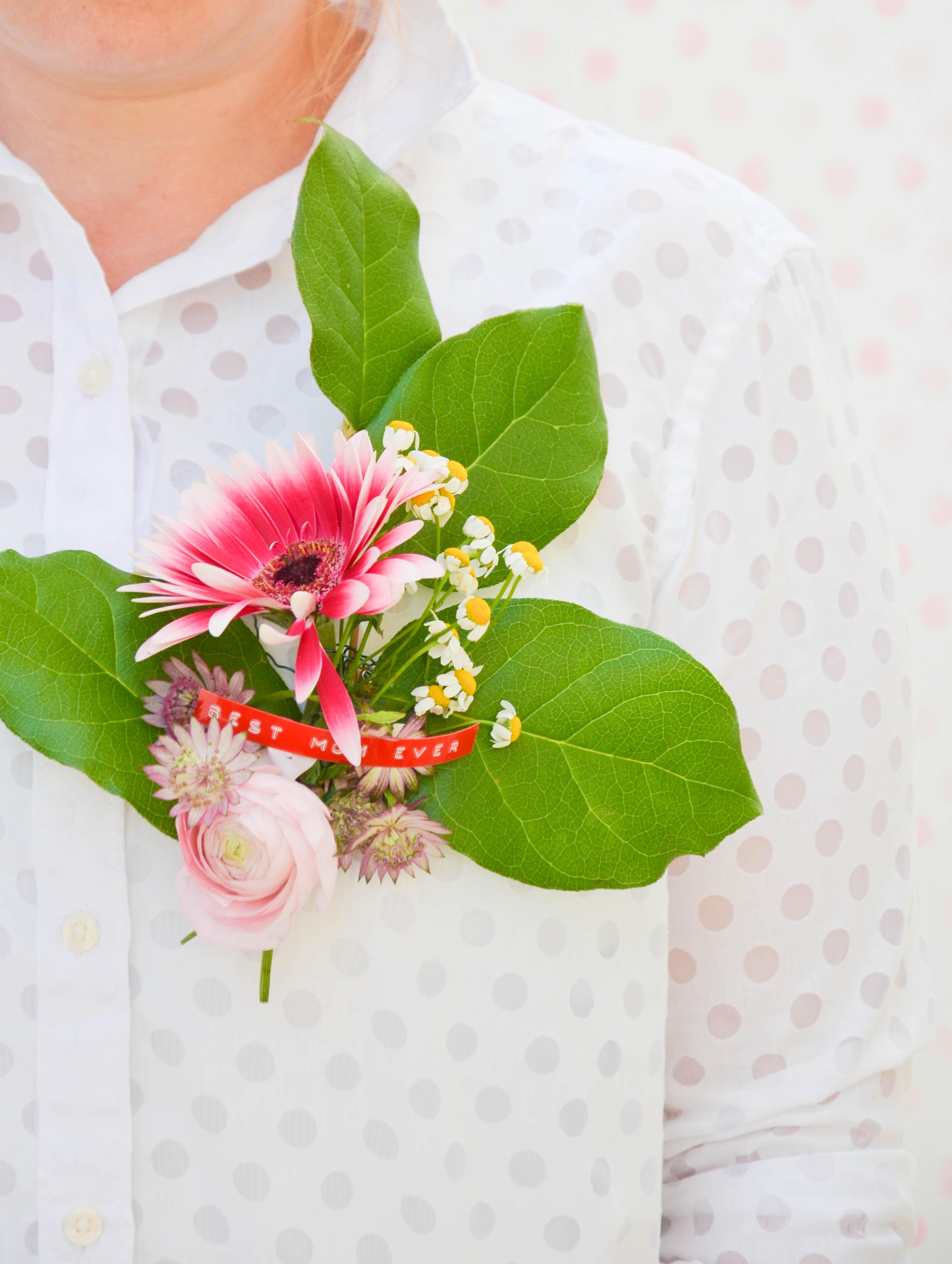 Muttertag, Blumenbrosche,