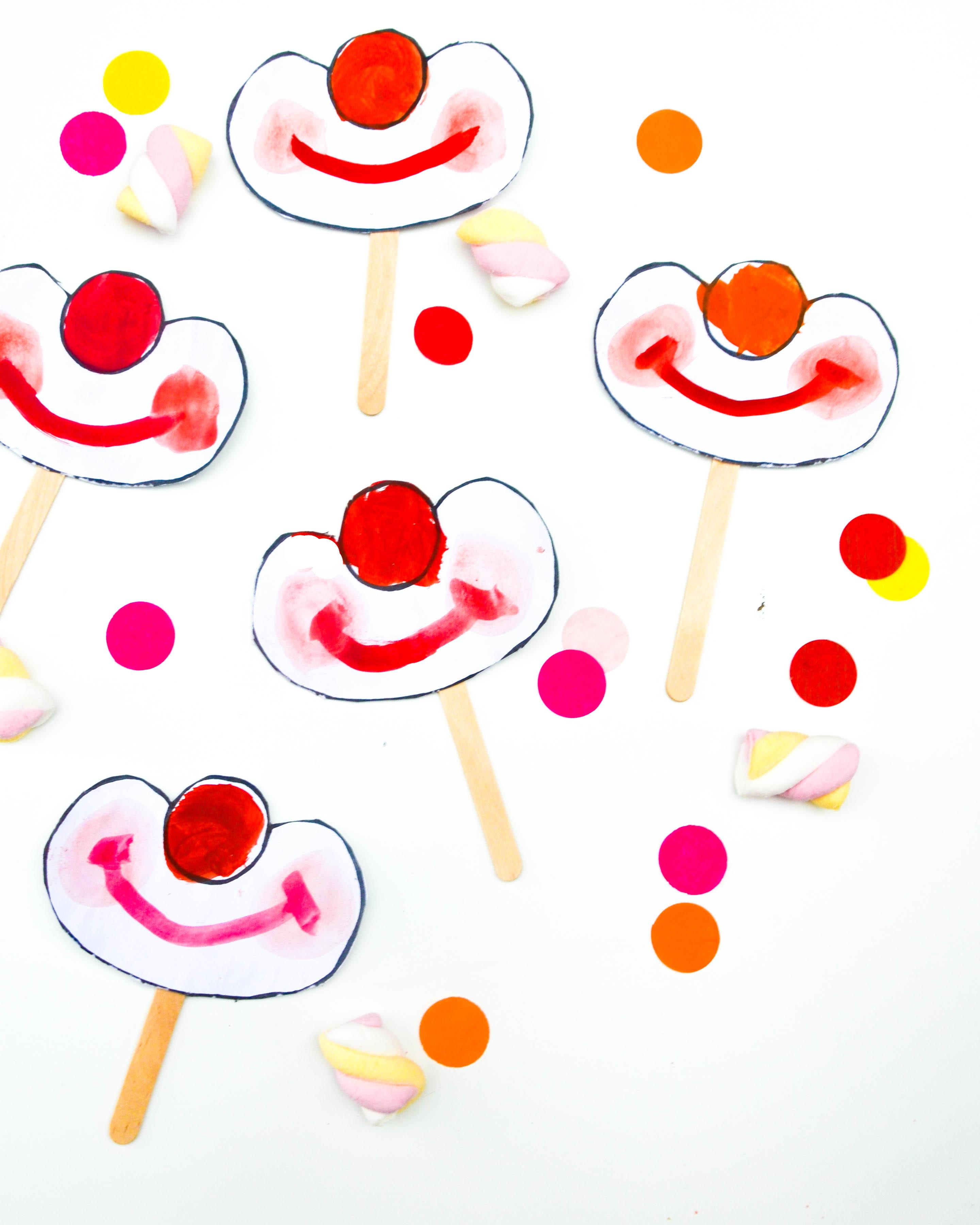clown am stiel einladung zur zirkusparty wasf rmich. Black Bedroom Furniture Sets. Home Design Ideas