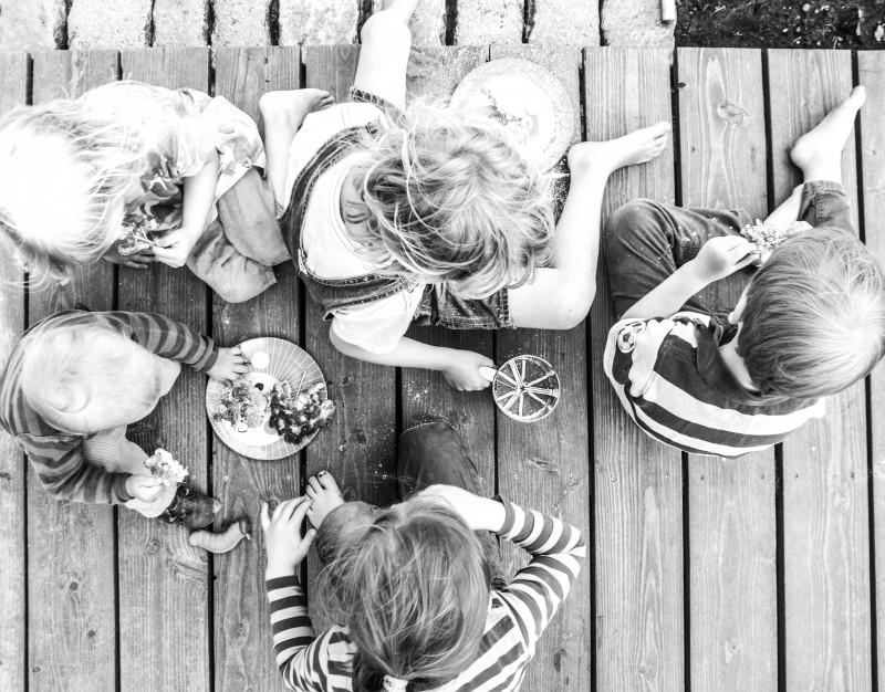 Holunderblüten, Holunderkuchen essen, Kinder kochen