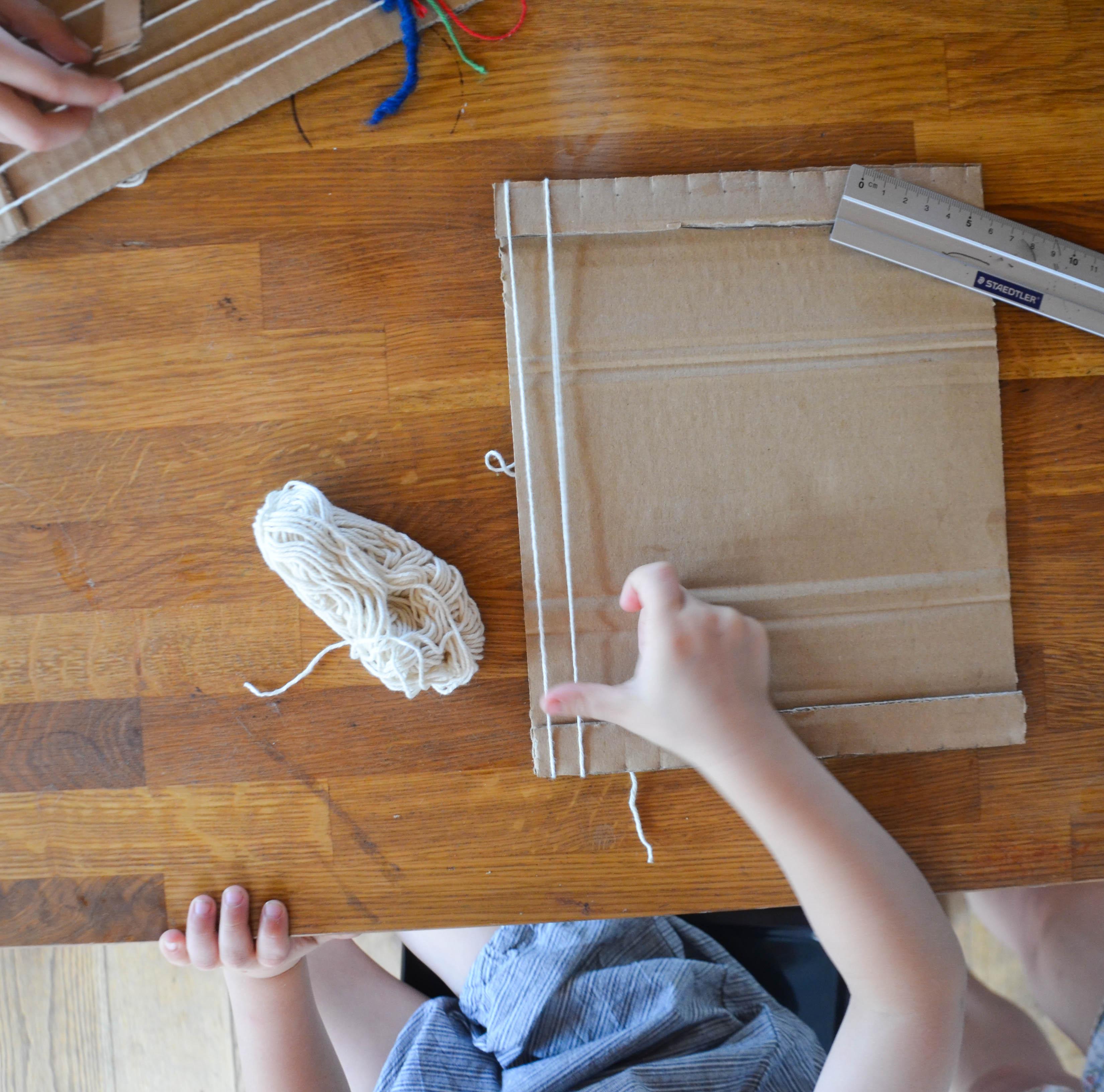 Gemütlicher geht\'s nicht: Pappkartonweben - wasfürmich
