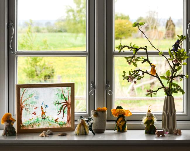 Jahreszeitentisch, Lampe für den Jahreszeitentisch, Frühling
