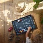 Ein DIY-Spieltablett für lange Fahrten