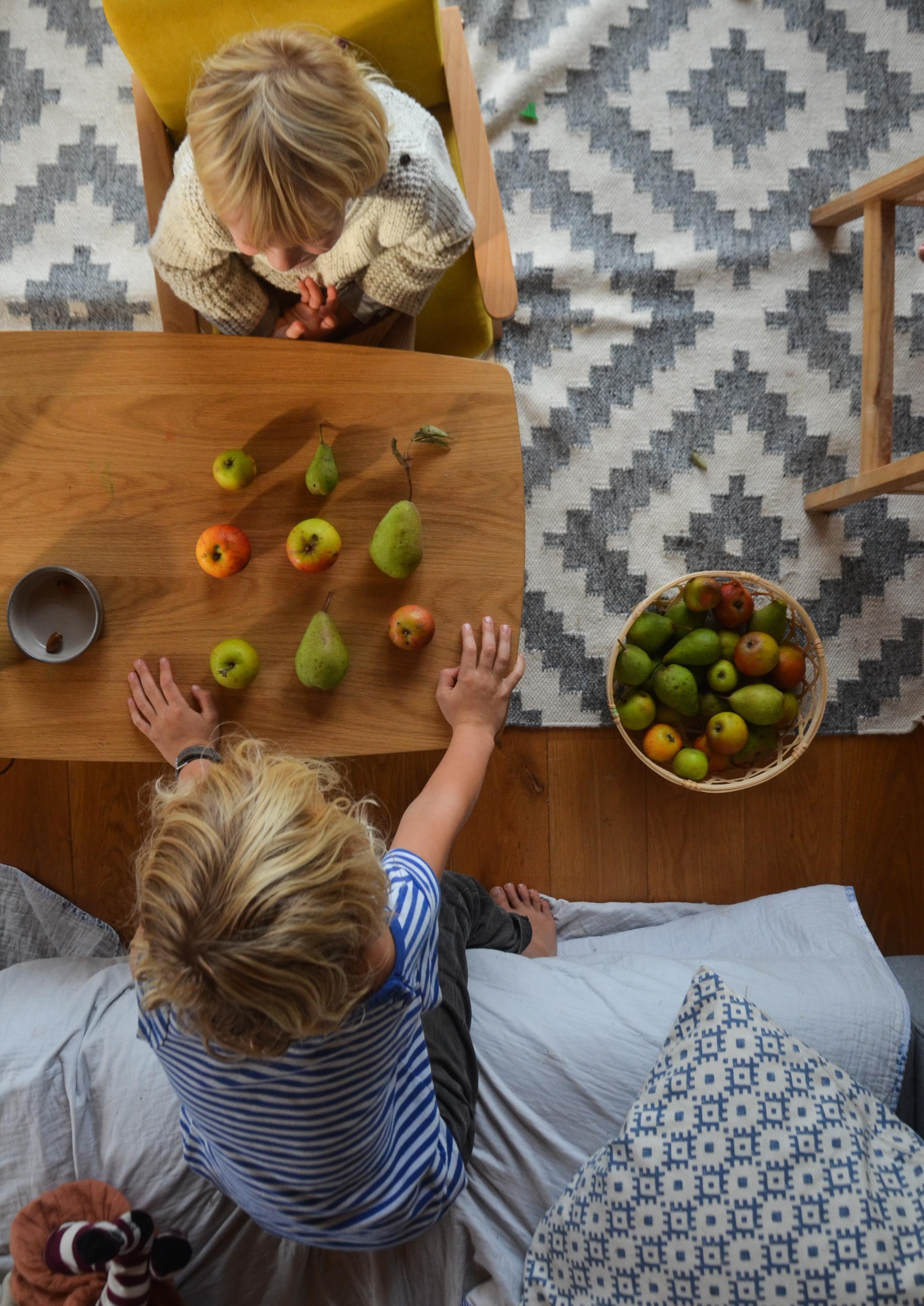 Schlechtwetterspiel, Herbst mit Kindern