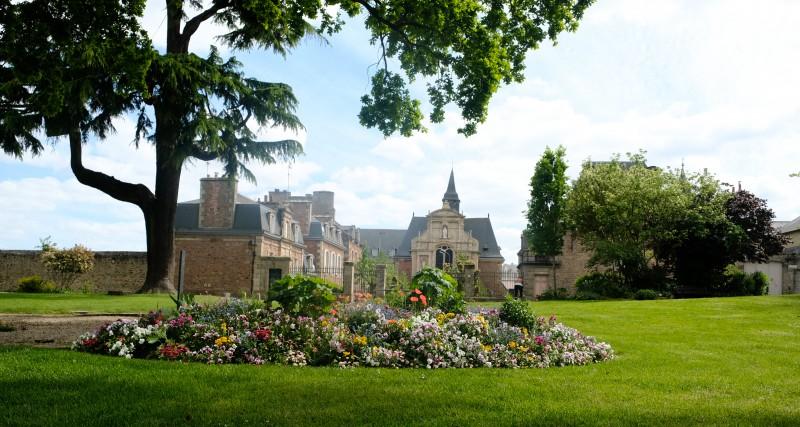 Dinan, Bretagne, Dinan mit Kindern