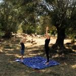 Yoga mit Kindern ausprobieren: Unsere kleine Sommer-Übungsreihe