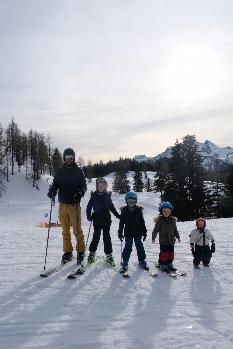 Alpendorf, Ski fahren mit Kindern