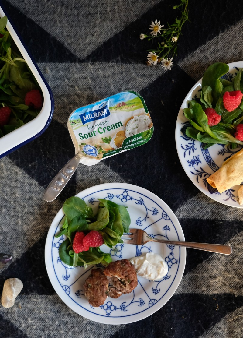 Schnelle Grillrezepte, Brotfackeln, Salat mit Himbeeren und Honig-Senf-Dressing, Salat zum Grillen