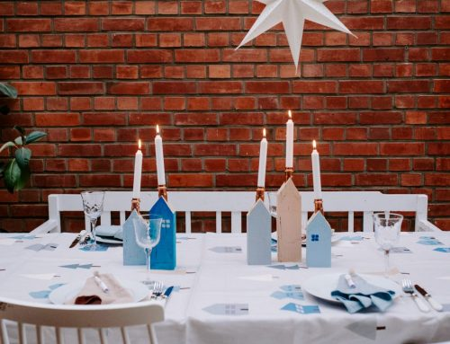 Vase statt Verwandtschaft: Besonders schöne Tischdeko für dieses verrückte Jahr